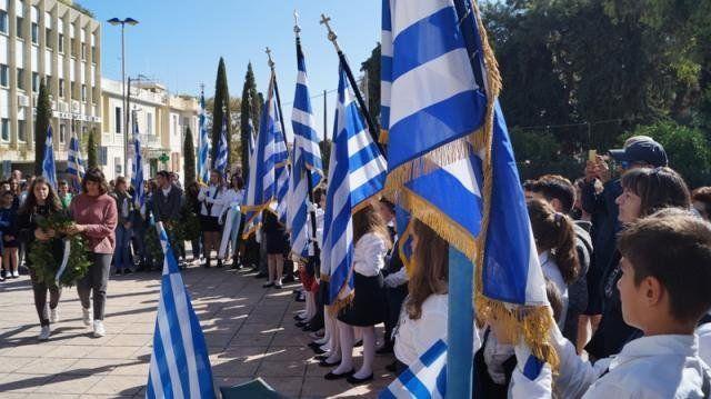 ΥΠ. ΠΑΙΔΕΙΑΣ: Ο καλύτερος θα σηκώνει τη Σημαία στις παρελάσεις