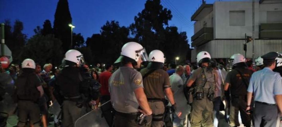ΠΕΝΤΕ συλλήψεις για πετροπόλεμο μεταξύ αλλοδαπών στη Χίο